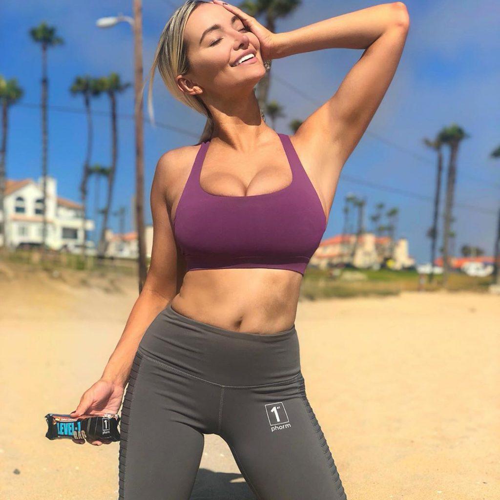 Lindsey Pelas photo 2